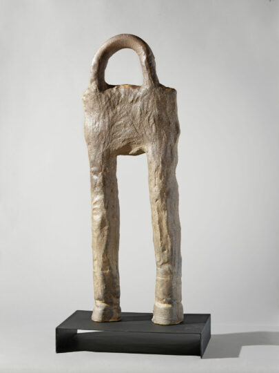 Simone Fattal's piece Warrior II (2011). Stoneware fired in a wood kiln, metal base, 132 × 60 × 40 cm. Courtesy of the artist. Photography by François Fernandez.